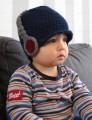 Gehaakte donkerblauwe baby muts met stoere koptelefoon